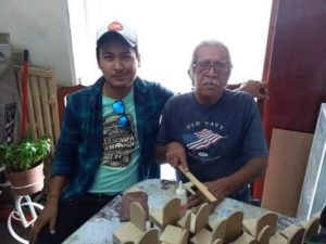 Image result for Abuelito pide ayuda en Internet para vender sus hermosas manualidades