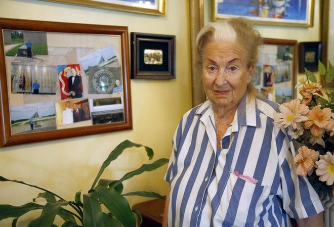 """No me dejó ni para pan"""": Abuelita de 98 fue estafada por su propio ..."""