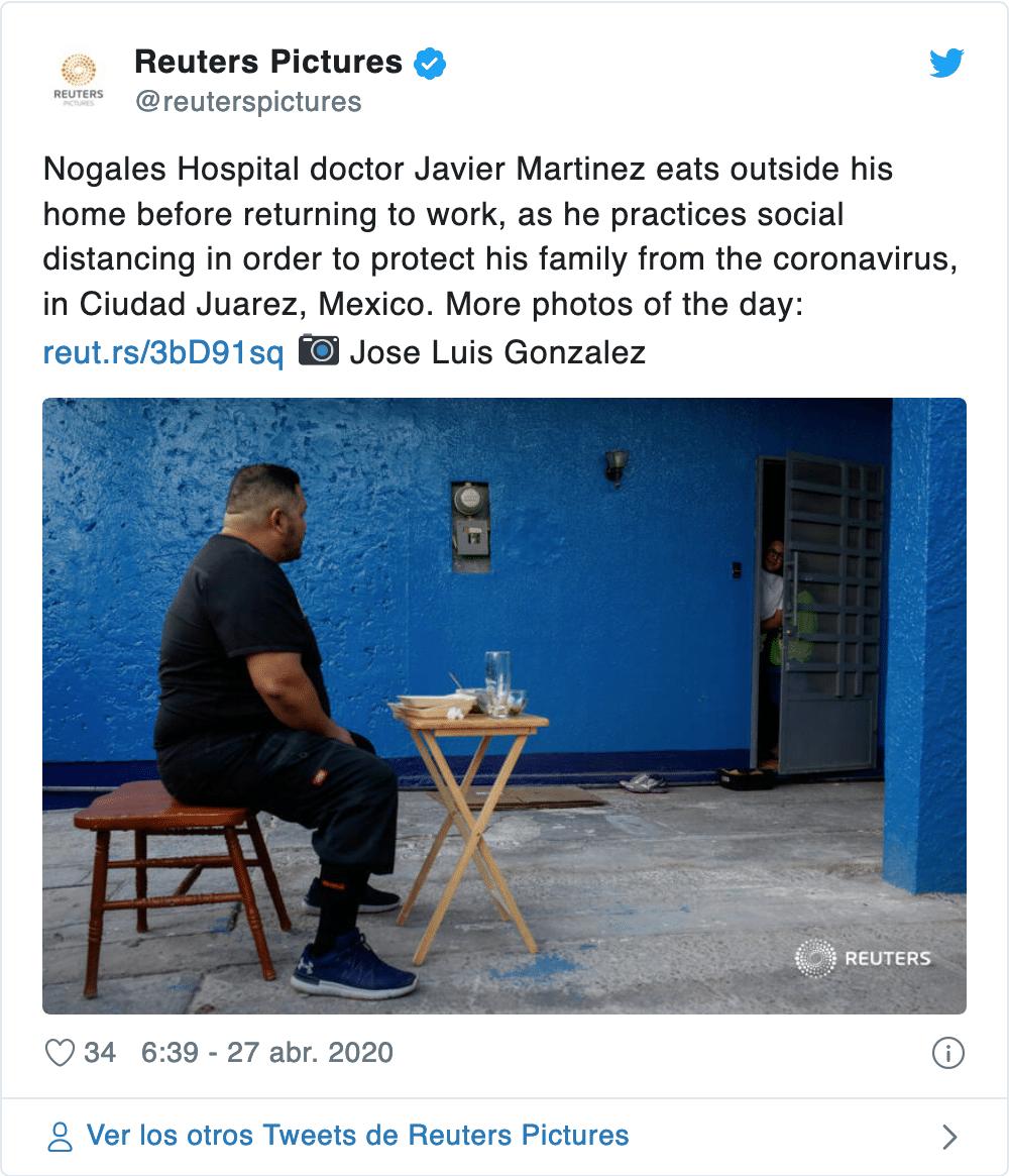 Médico come solo en el patio apartado de su familia para no ...
